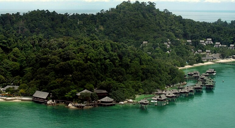 overwater bungalows 4